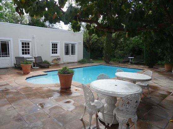 River Manor Boutique Hotel: Pool Area