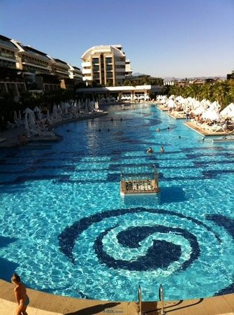 Une des piscines picture of crystal waterworld resort for Piscine 07500