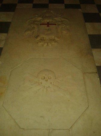 Sant'Antonio Abate Church: Stone floor markings
