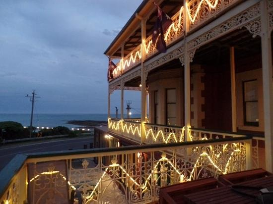 Grand Pacific Hotel Lorne: porch at dusk