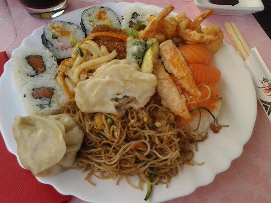 Piatto misto con cibo cinese e giapponese foto di for Piatto cinese