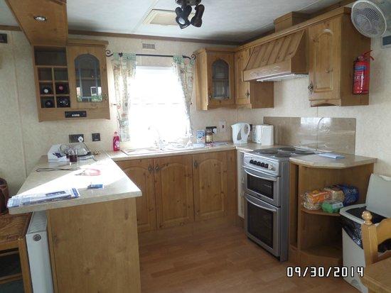 Searles Leisure Resort: Kitchen