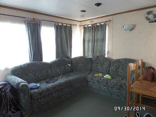 Searles Leisure Resort: Living Room