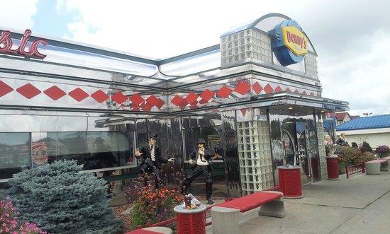Denny's Classic Diner: Exterior