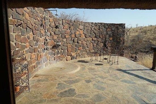 Tuningi Safari Lodge: showers