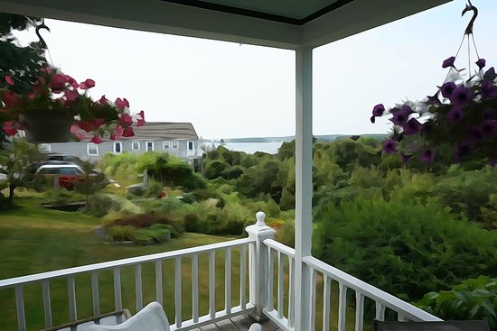 Harbor House Inn: View from Porch
