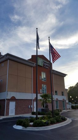 Holiday Inn Express & Suites Jacksonville North - Fernandina: Front of hotel