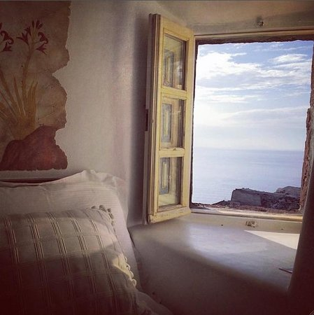 Art Maisons Luxury Santorini Hotels Aspaki & Oia Castle: View from our bed Volcano suite