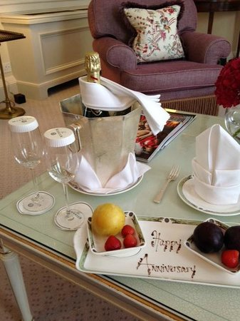 The Merrion Hotel: Lovely set-up in our room upon arrival.