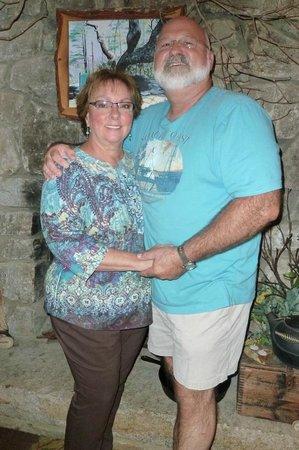 Crooked Oak Mountain Inn : Hosts Patti and Bear