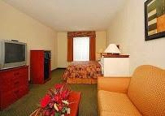 Kingsland Inn & Suites: Hotel room