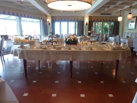 Villa La Massa: breakfast buffet in dinning room