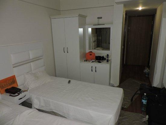 Santa Pera Hotel : 1