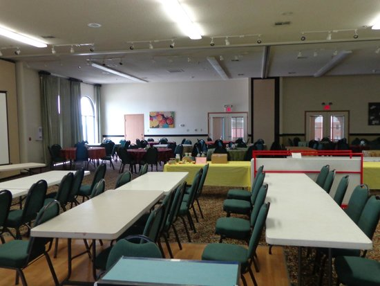 Camden Hotel & Conference Center: Tables and Chairs provided by Camden Hotel with Convention Hall