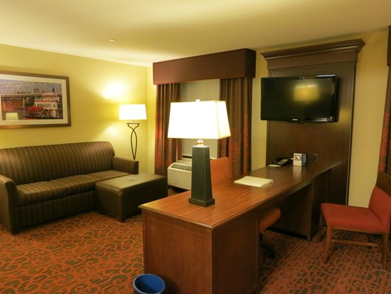 Hampton Inn & Suites Cincinnati/Uptown-University Area : Room