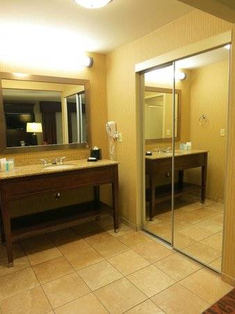 Hampton Inn & Suites Cincinnati/Uptown-University Area : Bathroom