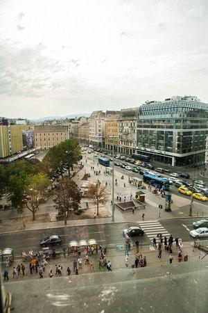 Hotel Nemzeti Budapest - MGallery by Sofitel : View out to Blaha Lujza tér