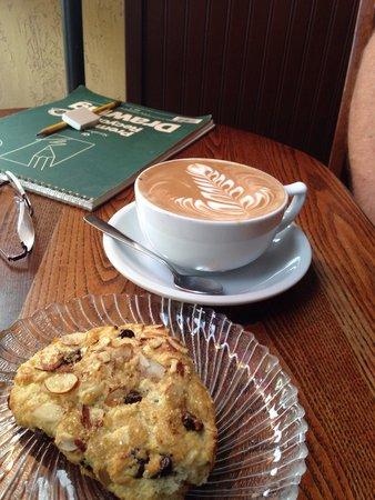Costello's Travel Caffe: Mocha and scone