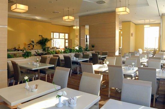 WOW Airport Hotel Coffee Shop Restaurant