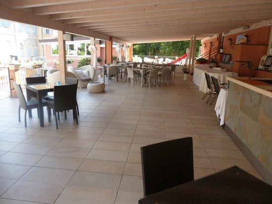 Hotel Monte Rosa : het overdekte terras