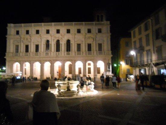 Fontana Contarini: la fontana di sera