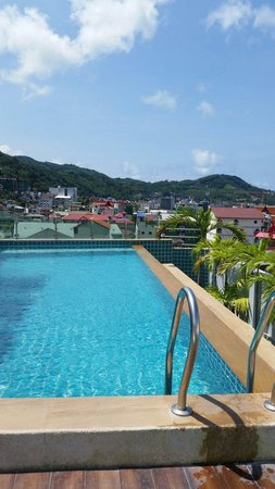 piscine sur le toit tooop picture of patong mansion hotel patong tripadvisor. Black Bedroom Furniture Sets. Home Design Ideas