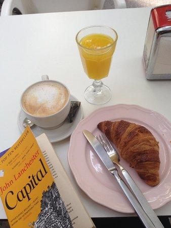 La Petite Brioche: Cosy breakfast, delicious croissants!