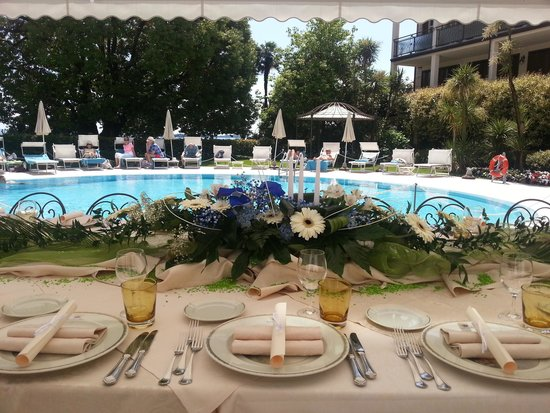 Hotel Savoy Palace: lunch by the pool