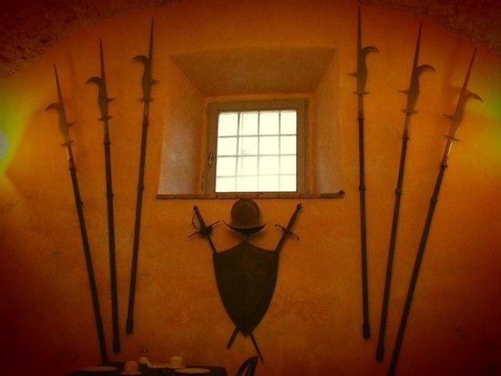 Castello Costaguti: Armeria