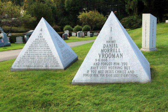 Hope Cemetery : Pyramid instructions for life