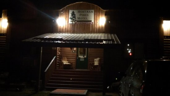 Montana Pines Motel: entrance