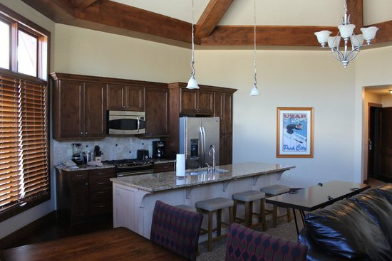 Sunrise Lodge by Hilton Grand Vacations: Living/dining area of 1 bedroom suite