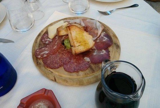Da Sandrina : Tagliere salumi, formaggio e bruschettine