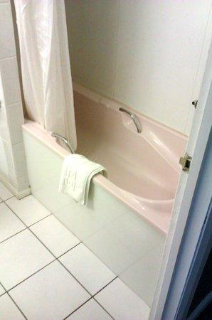 Best Western New Kent Hotel: Bath/shower