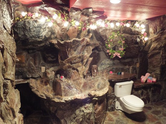 Madonna Suite Bathroom Picture Of Madonna Inn San Luis