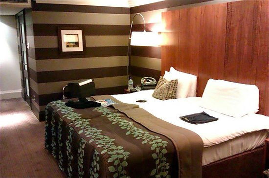 The Stratford, A QHotel: Twin bedroom - bed area