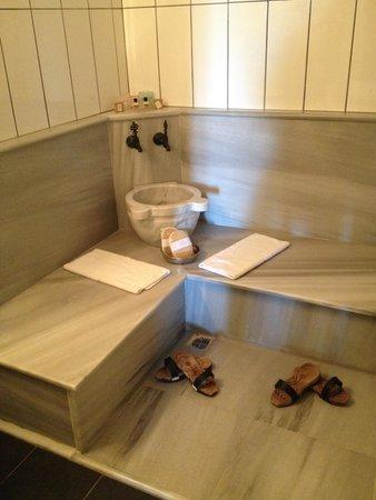 Rose Garden Suites Istanbul: Marble Turkish Bath in large en suite bathroom.