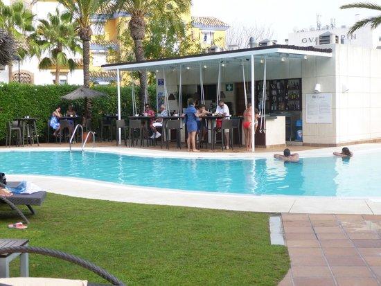 NH Marbella: Bar de la piscina