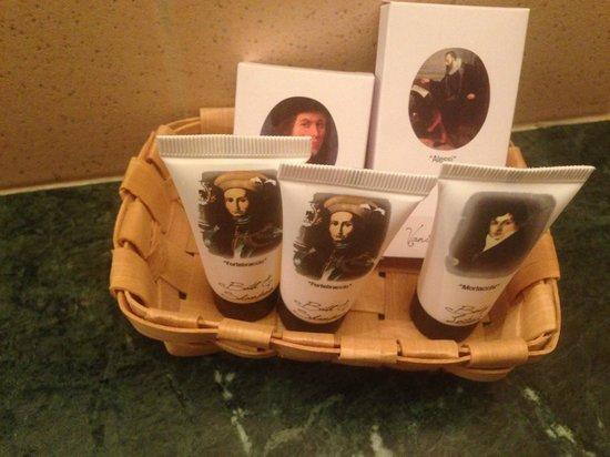Kit di cortesia in bagno foto di perugia plaza hotel perugia tripadvisor - Kit cortesia bagno ...