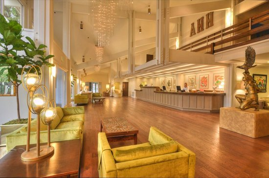 Ashland Hills Hotel & Suites: Newly Renovated Lobby