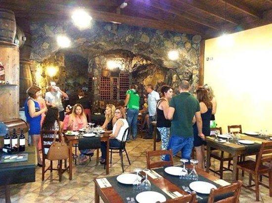 Tasca Cueva Medio Casco: Amigos