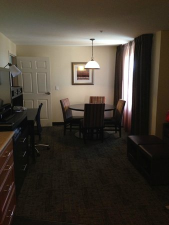 Staybridge Suites Silicon Valley-Milpitas: Living/Dining