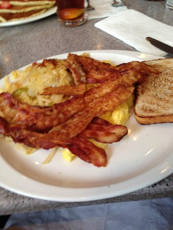 Gee Whiz Restaurant: Eggs, bacon and potato hash