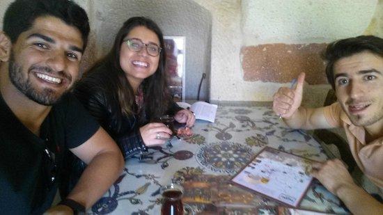 Safran Cave Hotel : Nós ouvindo as dicas de Veli. Todas ótimas!