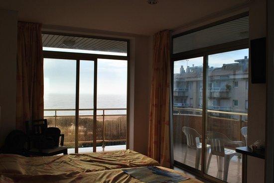 Hotel Blaumar: Отличный номер с видом и на море, и на горы, и на пиниевую рощу