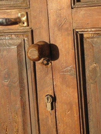 Hanane Club : puerta de entrada de la habitacion