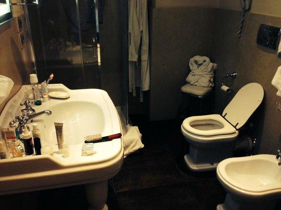 Hotel Villa Carlotta: Banheiro