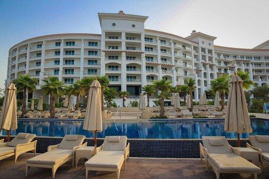 Pool cabanas picture of waldorf astoria dubai palm for Astoria hotel dubai