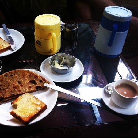 Tiger Safari Resort: delicious Indian-Western breakfast