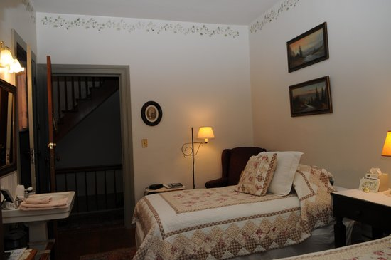 The Stagecoach Inn Bed and Breakfast: View from window